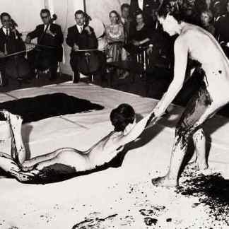 performance-by-yves-klein1