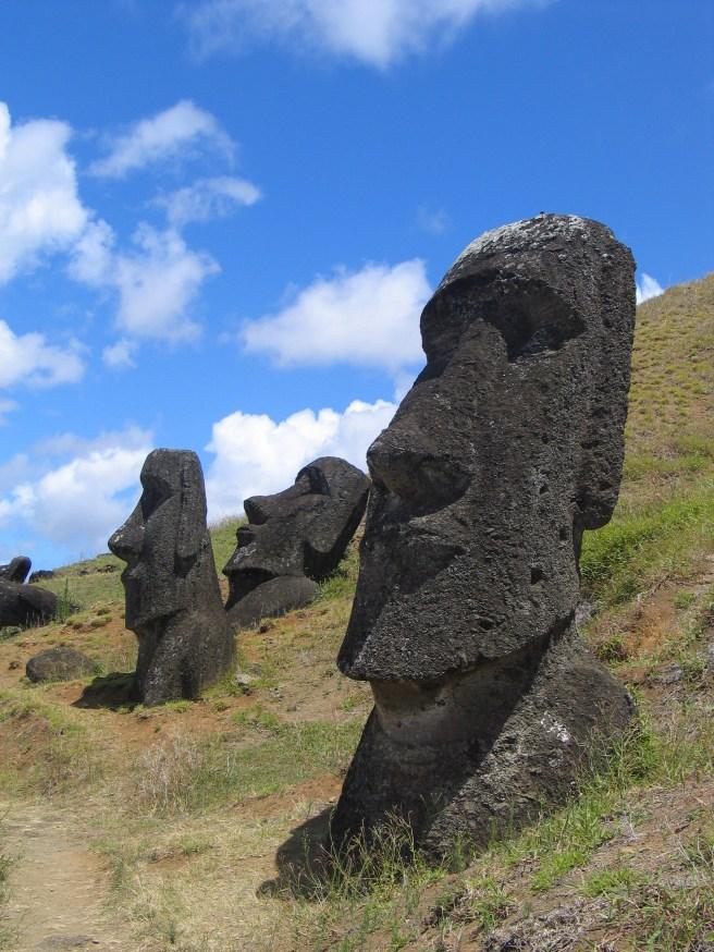 Moai_Rano_raraku[1]