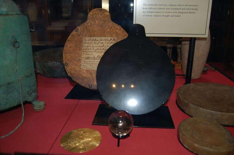 Obsidian Aztec Mirror and other objects in the possession of Dr John Dee